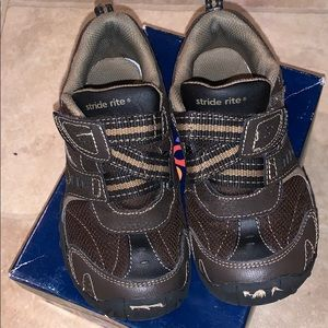 Stride Rite Boys Dynamic Brown Velcro Shoes 13.5W